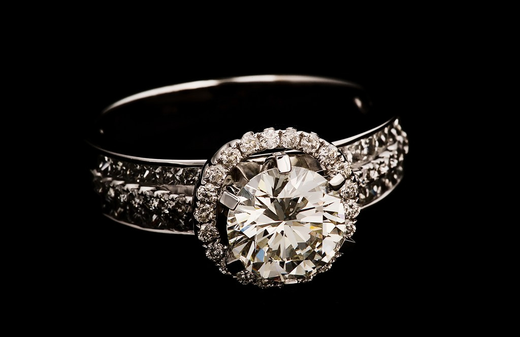 回收蒂芙尼钻石戒指