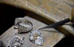 一克拉钻石回收多少钱,14克拉的钻石值多少钱?-卡地亚