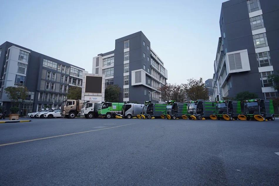 自动驾驶清扫车也出现在上海街头