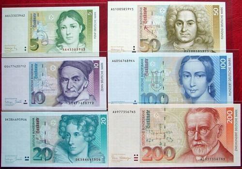 一项调查显示,德国居民在欧元投入使用14年后,手上还保留有大量的德国马克。