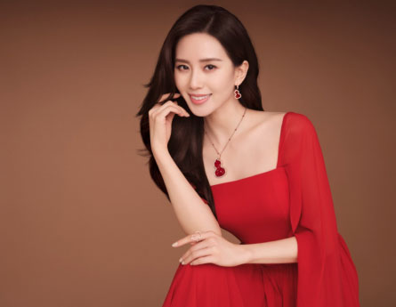 Qeelin品牌代言人刘诗诗佩戴Wulu Lace 红玛瑙系列