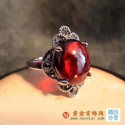 红锆石戒指