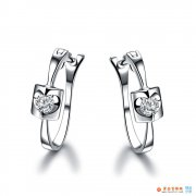 钻石耳钉戴在左边有什么意义 只戴左耳钉代表什么