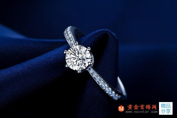》》点击进入【真爱皇冠】 白18K金钻石女士戒指 新款首发