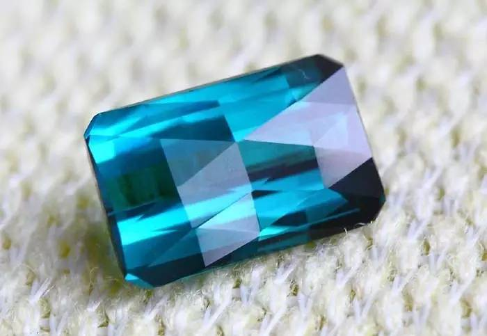 蓝宝石颜色分类-蓝宝石实用知识