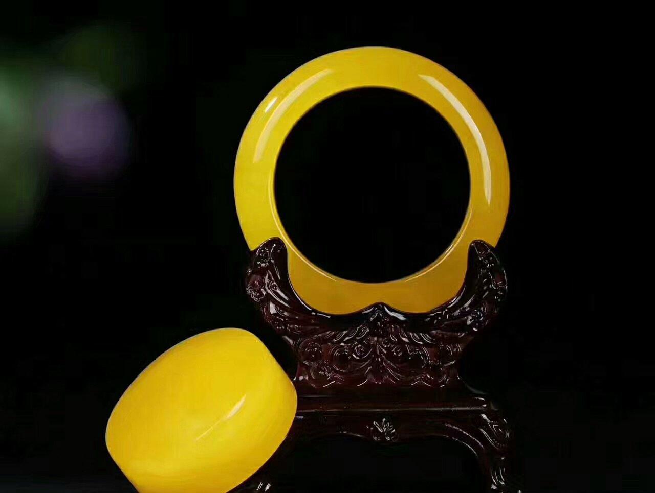 鸡油黄蜜蜡手镯价格  鸡油黄蜜蜡手镯有什么特点?
