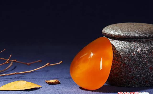蜜蜡家族成员大讲解:鸡油红飘白花蜜蜡是什么?