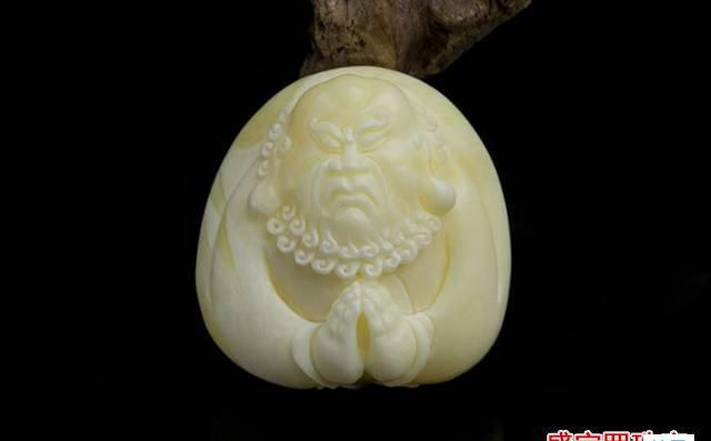 白蜜蜡和白花蜜蜡,应该说萝卜白菜各有所爱!