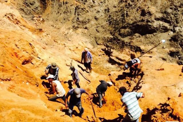 墨西哥琥珀产地实拍,琥珀价格为何值,惊讶于墨西哥琥珀的现代化之旅