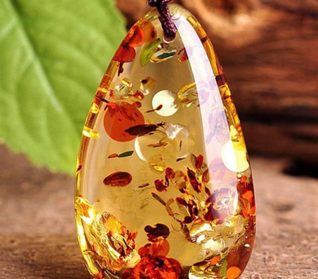 花琥珀价格多少钱一克,还有多少人认为花珀里面有真花!