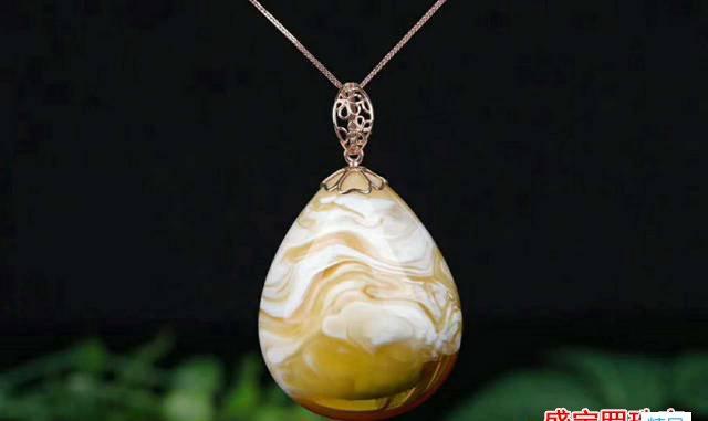 金绞白蜜蜡金色带金星,第一眼简直不要太美!
