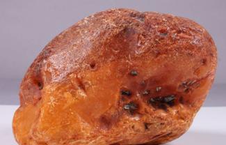 丹麦琥珀原石价格多少钱,如何低价购买原石呢?