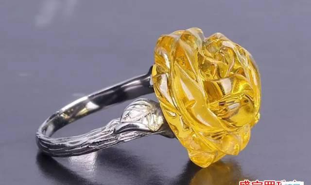 天然蜜蜡女戒指图片,保持美丽的同时不要忘了保养!