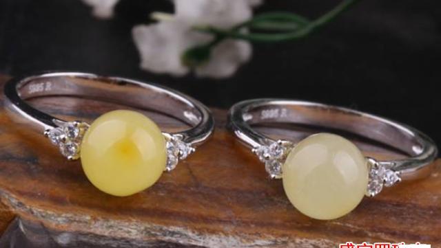这款大热的蜜蜡圆珠戒指,你不了解下?