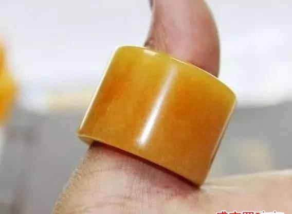 最全的蜜蜡男士戒指图片大全,总有你喜欢的一款!