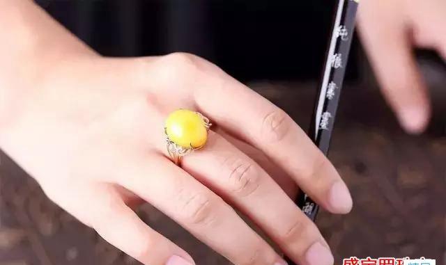 戒指图片蜜蜡