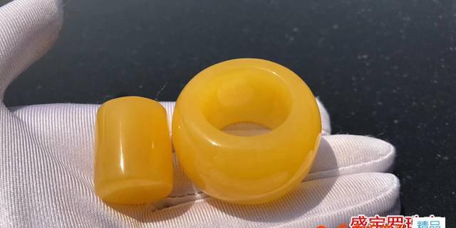 一个蜜蜡戒指多少钱?