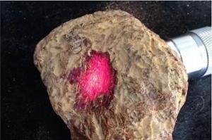 缅甸琥珀原石多少钱一克,缅甸原石有什么特点?