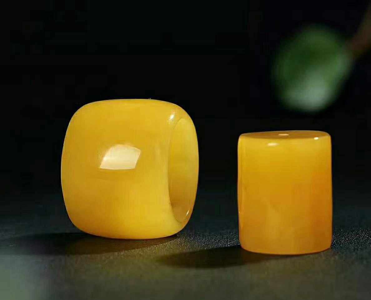 国外蜜蜡戒指价格要比国内便宜吗?
