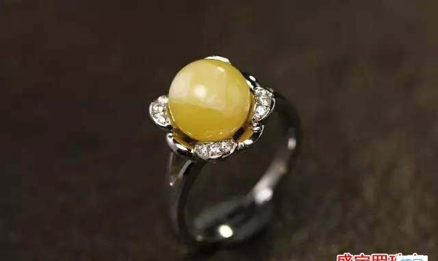 4克鸡油黄蜜蜡戒面价格,如何挑选蜜蜡戒指?