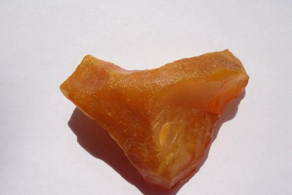 琥珀原石价格多少钱一克,揭秘石头的真实价值!