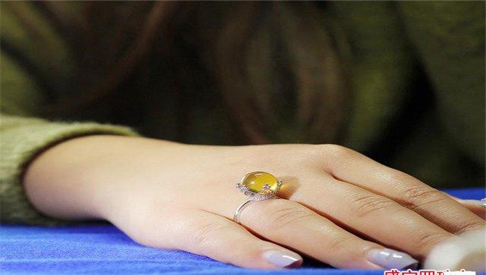 蜜蜡戒指价格及图片,宁愿买贵,也不愿买假!