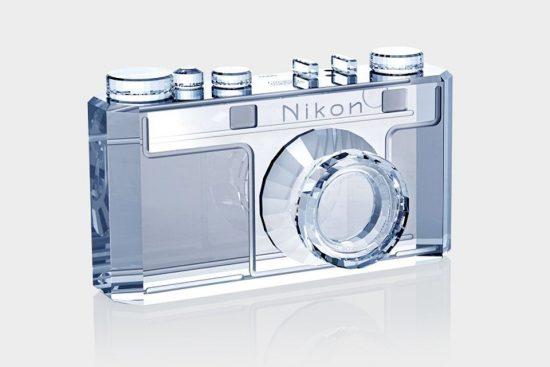 """相机制造商尼康联手施华洛世奇打造""""水晶""""相机"""