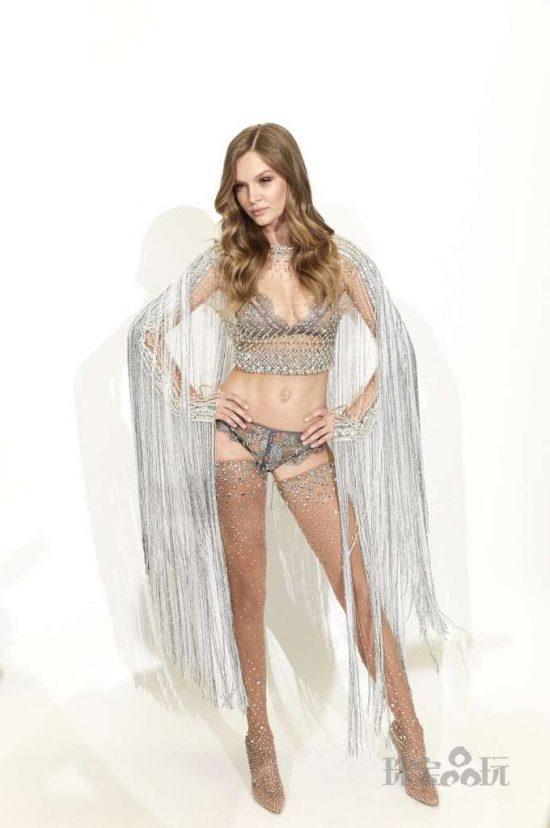 丹麦超模Josephine Skriver身穿维密水晶内衣 女王气场爆棚-珠宝首饰展示图【行业经典】