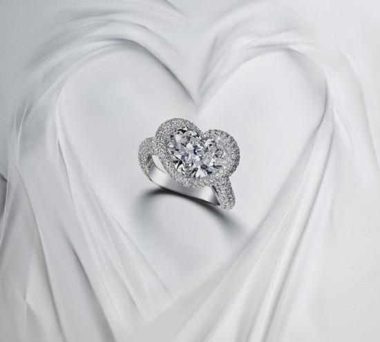 钻石婚戒:见证爱情的不二之选-珠宝首饰展示图【行业经典】