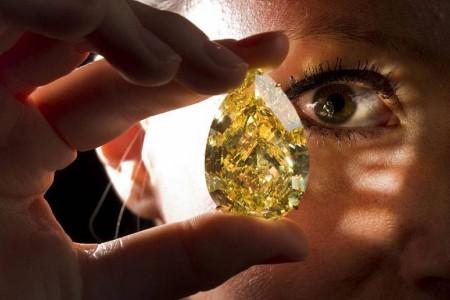 世界上最大梨形黄钻Sun Drop Diamond(日落之钻)-珠宝首饰展示图【行业经典】