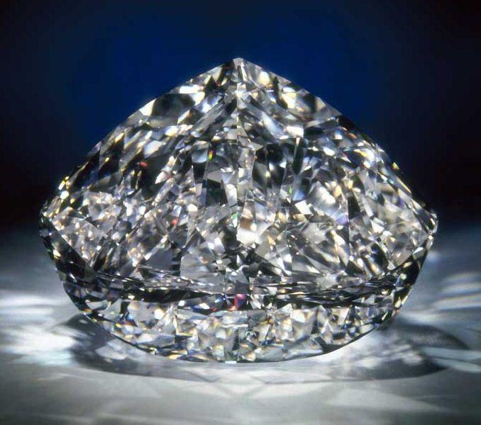 273克拉的世纪钻石(Centenary Diamond)-珠宝首饰展示图【行业经典】