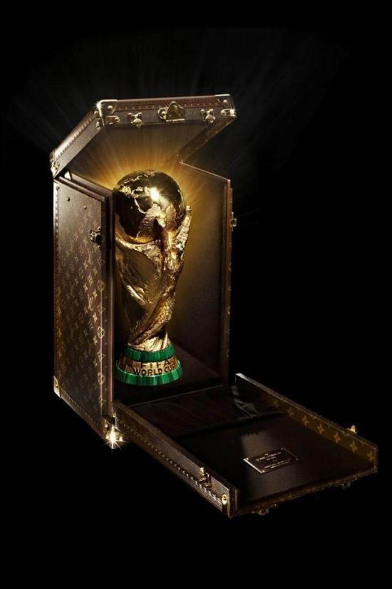 Louis Vuitton打造巴西世界杯奖杯盒-珠宝首饰展示图【行业经典】