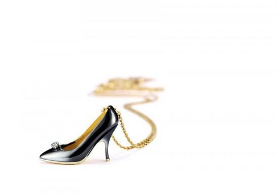 Salvatore Ferragamo:袖珍鞋款坠饰-创意珠宝