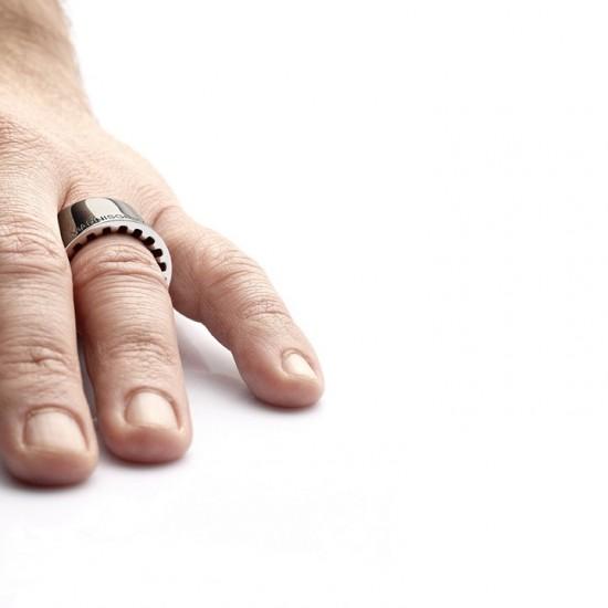 Yiannis Ghikas戒指:看不到的也是一种美-创意珠宝