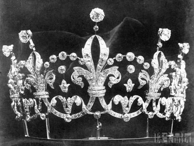 皇室贵族的皇冠-珠宝首饰展示图【行业经典】