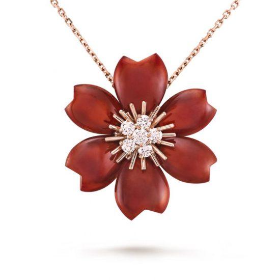 重溫70年代!梵克雅宝Rose de Noël圣诞玫瑰珠宝新作登场