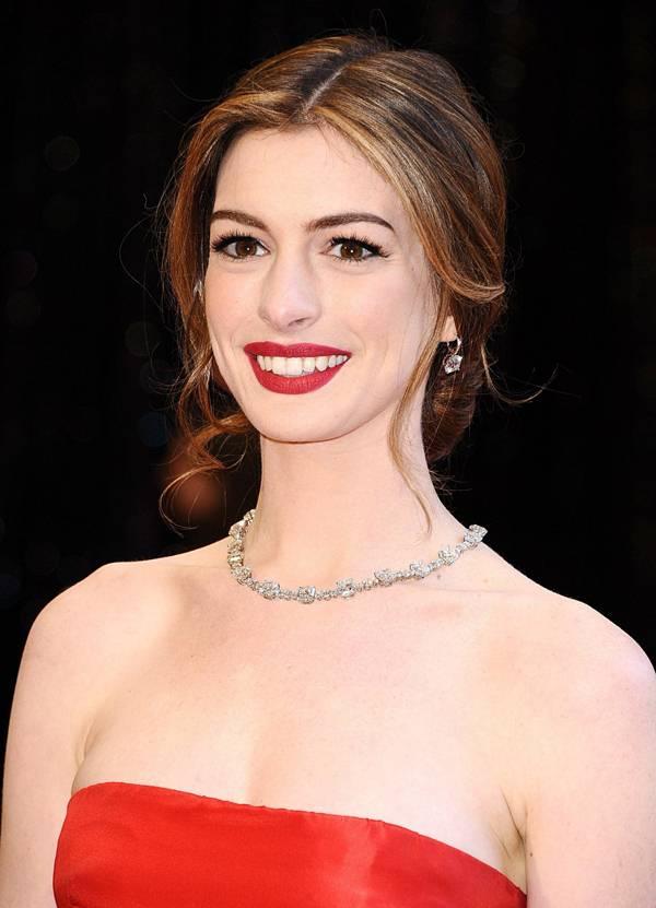 第83届奥斯卡颁奖礼上女星们的铂金首饰-珠宝首饰展示图【行业经典】
