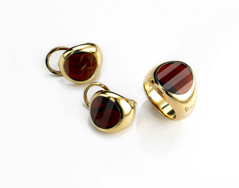 红宝石黄金戒指