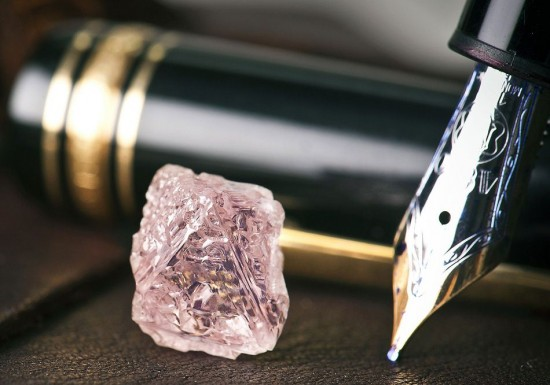 """12.76克拉的粉红钻石""""Argyle Pink Jubilee""""-珠宝首饰展示图【行业经典】"""