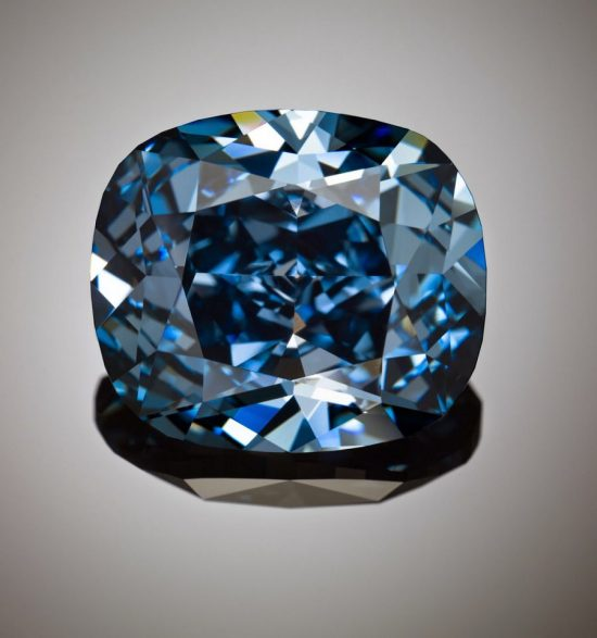 重达12.03克拉的罕见艳彩级蓝钻-珠宝首饰展示图【行业经典】
