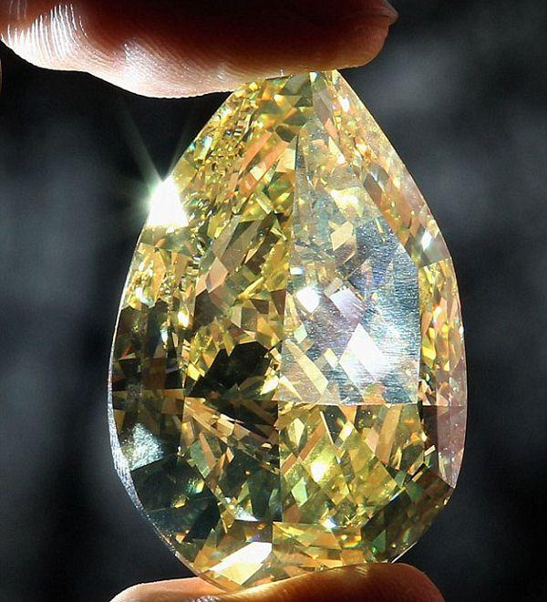巨型黄钻:科拉落日石(The Cora Sun-Drop)-珠宝首饰展示图【行业经典】
