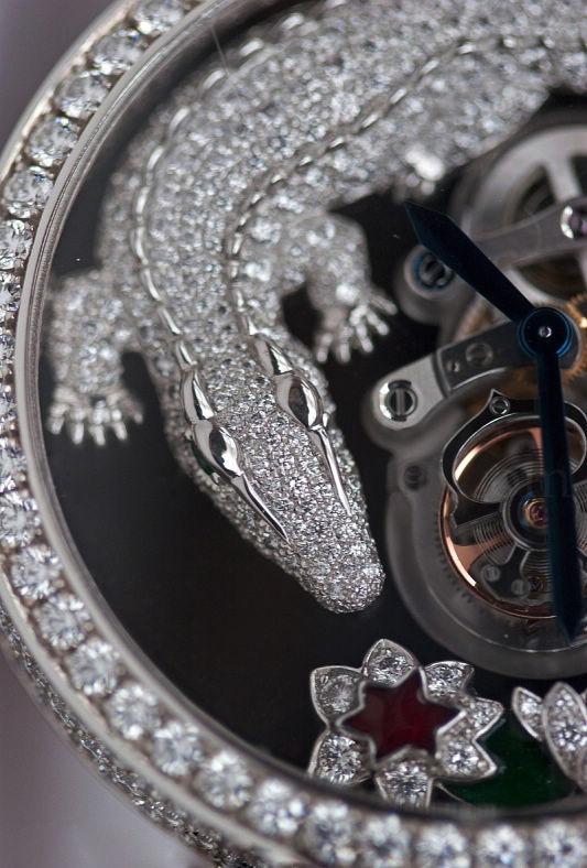 卡地亚(Cartier)鳄鱼纹饰珠宝腕表-珠宝首饰展示图【行业经典】