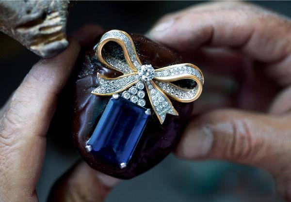 手工打造18K金蓝宝石蝴蝶结胸针全过程-珠宝首饰展示图【行业经典】