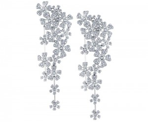 De Beers圣诞礼赞-精美珠宝【秘密:适合高贵女人的珠宝】