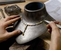 """戴比尔斯De Beers度身订造""""天鹅湖""""-精美珠宝【秘密:适合高贵女人的珠宝】"""