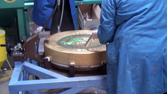 世界最大金币的制作全过程-精美珠宝【秘密:适合高贵女人的珠宝】