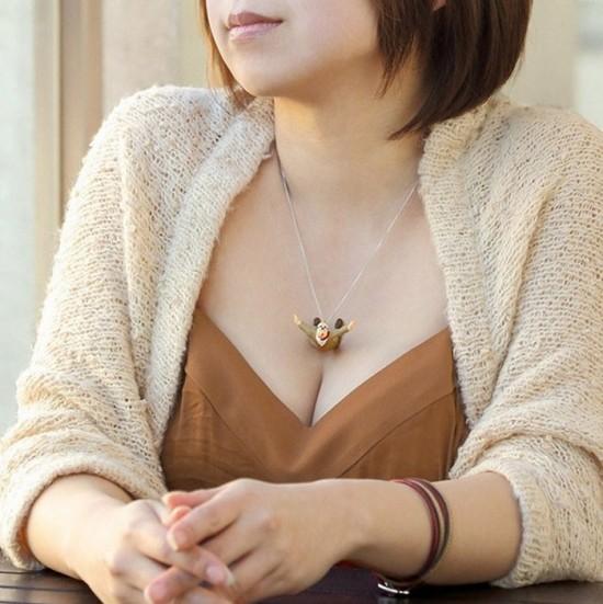 Takayuki Fukuzawa:乳沟跳跃者项链-创意珠宝