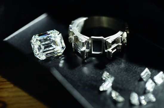 Harry Winston:以永恒之石寄情-珠宝首饰展示图【行业经典】