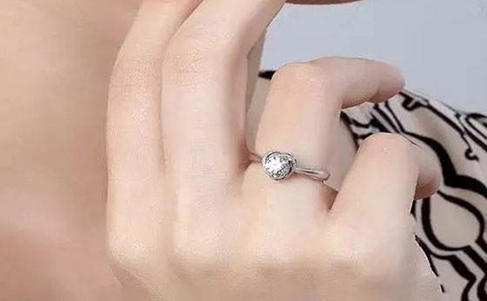 """钻石戒指也有""""保质期""""?变质钻戒如何恢复如新?"""