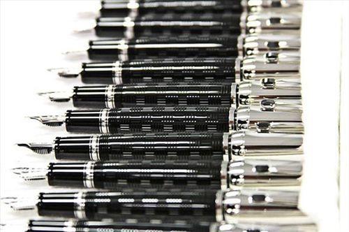 每一只万宝龙(Mont Blanc)书写工具的诞生过程-珠宝首饰展示图【行业经典】